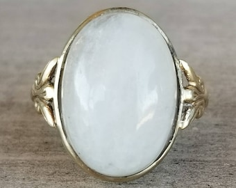 Large quartz vintage ring in yellow gold