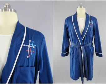 1960s Vintage Mens Robe / 60s Vintage Pajamas / Mid Century Modern Embroidery / Sears Mens Store / Size Small 38 / Blue Robe / Perma Prest