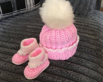 Bobble hat and bootie set