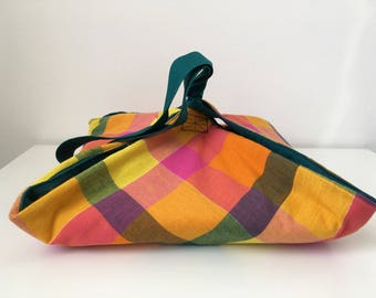 Pie adjustable and quilted bag. Caribbean Madras and emerald green