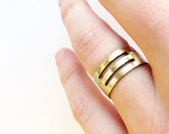 Line textured brass ring size 53