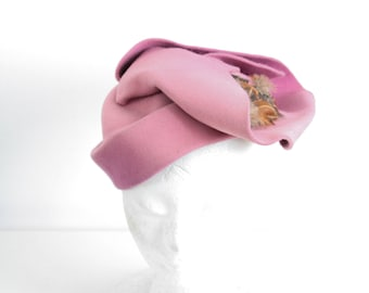 Pink hat with feather 1930s