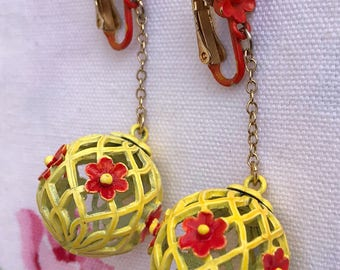 Vintage Yellow-Orangish-Red Dangling Clip Earrings