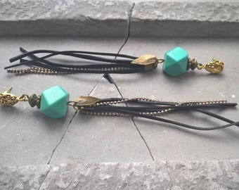 O spectrum. Earrings in brass, Turquoise and recycled inner tube