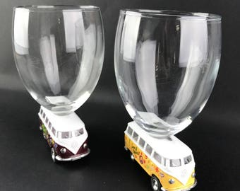 2 wine glasses on Combi Volkswagen cars