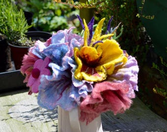 100 handmade wet felted flowers mixed sizes and colours Wedding. Party . Table decoration. Resale .
