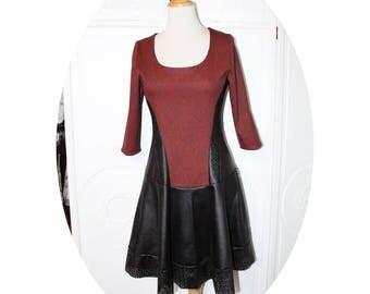 Robe bustier baroque noir et bordeaux, manches longues, robe patineuse rouge et noir,robe haut bustier et jupe evasee simili cuir noir
