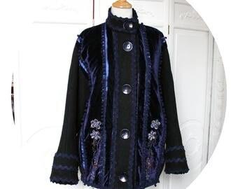 Manteau en laine noire et velours bleu brode, manteau court manches chauve-souris laine noire et velours bleu,manteau annees 20