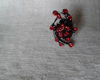 """red rhinestone flower"" ring"