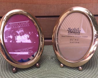 Pair of vintage 70's footed oval brass photo frames. Footed brass picture frames. Velvet easel backing. Hand polished and lacquered frames.