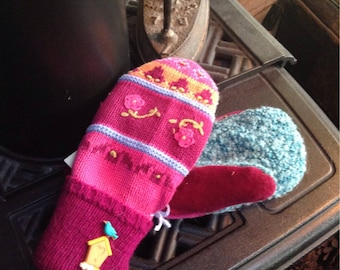 Wonderful sweater mittens  with embroidered  detail, medium