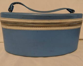 Vintage LIght Blue Make Up Case Train Case Travel Case Metal Zipper Oval