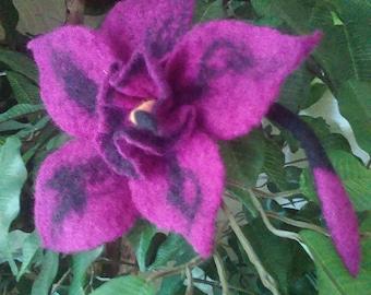 Felted 100% Wool brooch Handmade.Felted Flower. Daffodil.(Narcissus.)