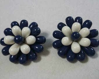 Vintage navy and white cluster flower clip on earrings