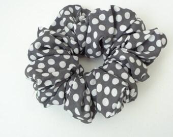 Scrunchies , scrunchy , scrunchie ,gray  and white cotton  Scrunchie, hair scrunchies  Chouchou, hair accessories, handmade by ScrunchiesCo
