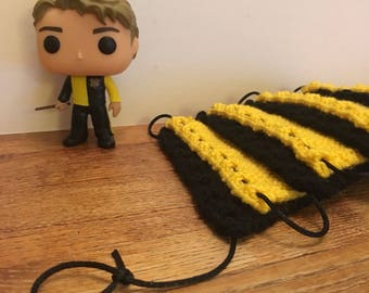 Knitted Hufflepuff Bunting (8 Pieces)