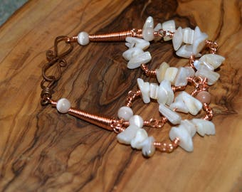 A sprinkle of stones: Bracelet with white stone chippings
