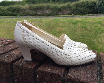 1970s White Leather Slip On Shoes Size 4