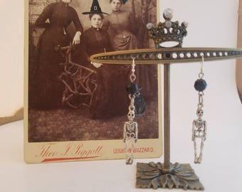 Skeleton earrings / Halloween dangle earrings / Halloween jewelry / skeleton dangle earrings / skeleton charm