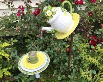 daisy and frog bird feeder