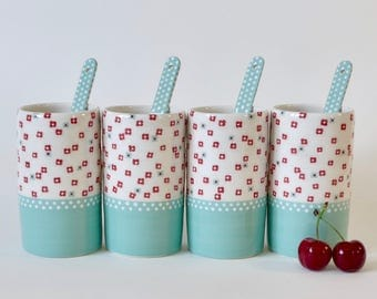 4 mugs and spoons - ceramic and touillettes coasters - Turquoise and flowers