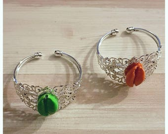 Filigree bracelet with cowrie shells color
