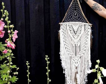 PEARL - large natural macramé dreamcatcher made from driftwood, raw crystal, vegan and organic materials in natural non-dyed white nuances