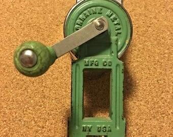 Vintage Lorraine Metal MFG CO N.Y. U.S.A. Nutmeg/cheese/nut grater/grinder Green