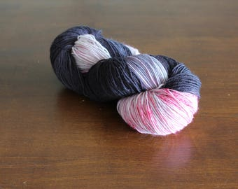 Handdyed yarn, sock yarn, fingering weight, yarn, socksanity, socksanity Nox, black, grey, pink