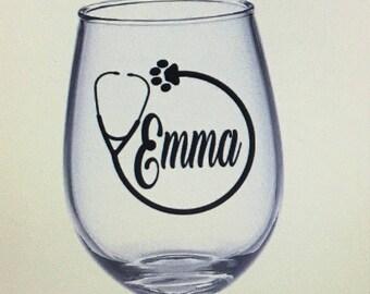 Vet wine glass. Vet gift. Veterinarian gift. Veterinarian wine glass. Vet tech gift. Vet tech wine glass. Veterinary gift.