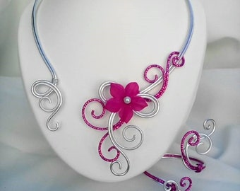 Necklace / bracelet in aluminum wire silver and Fuchsia