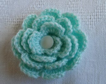pale green Pearl and pale green crochet flower in the Center