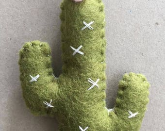 Woolfelt cactus teething ring