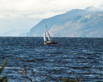 Sailing the Loch