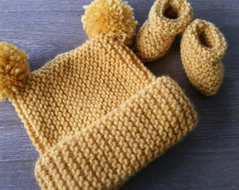 Newborn beanie and bootie set