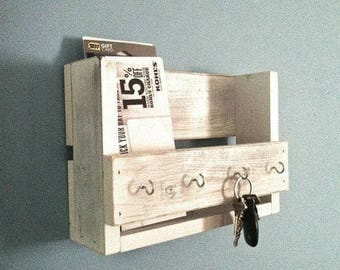Reclaimed wood key and mail holder