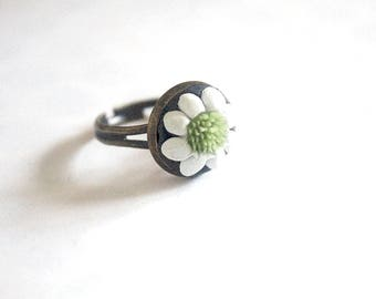 Adjustable flower ring black white and green