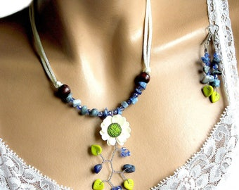 This jewelry set blue plunging floral sodalite chips