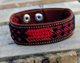 Mexican friendship bracelet with leather