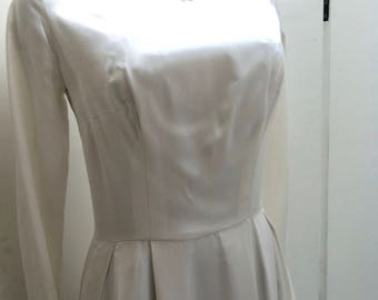 Reduced price !!! 50's vintage silk satin wedding dress, lovely silvery ivory satin, boat neckline, train and long sleeves with guipure lace