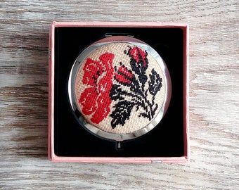 Compact Mirror with Handmade Traditional Ukrainian embroidery, Pocket Makeup Mirror, handbag mirror Womens Accessories, Red poppy embroidery