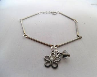 Flower and bicone bracelet