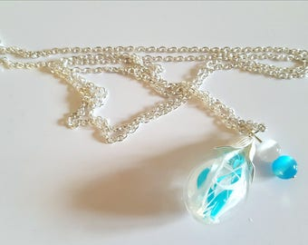 Necklace glass bottle and filament of white feathers and turquoise