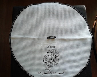 LION: round towel nideponge fabric lined with a bias and embroidered design