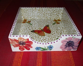 Display stand for napkins on the theme of flowers (pansies, daffodils)