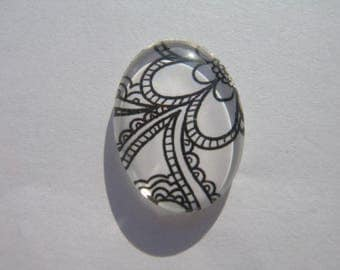 Cabochon 18 X 25 mm oval with the image of black and white flowers