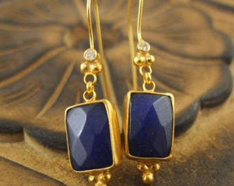 Sapphire blue Swarovski crystal earrings and brushed gold - plated gold 750/000
