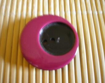 Button round fuschia and black acrylic