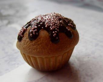 Magnet half chocolate cupcake
