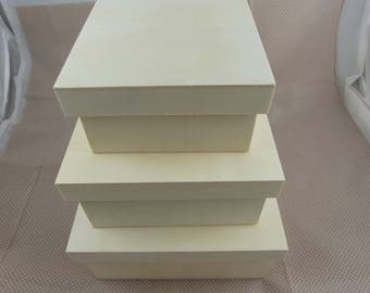 Set of three boxes nesting wooden square lids